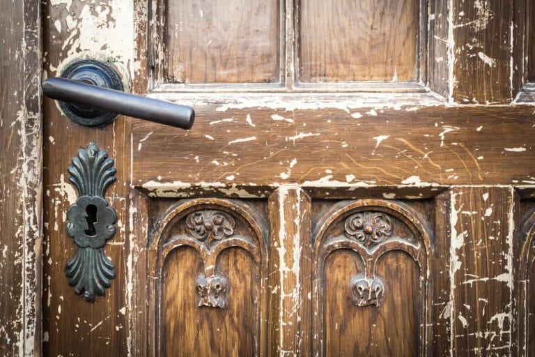 Türrahmen und Türen streichen oder lackieren